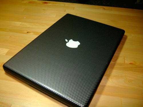 MacBook-pro-con-vinilo-de-fibra-de-carbono