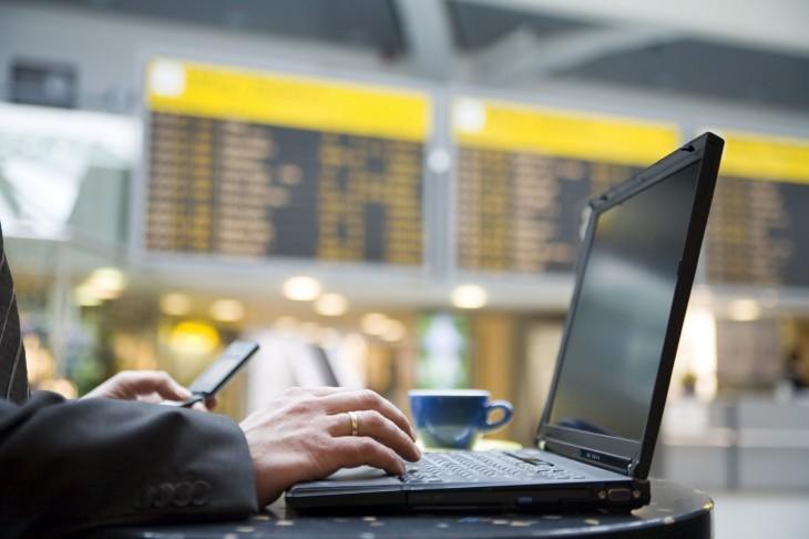 AENA te dará 15 minutos de wifi gratis en 28 aeropuertos españoles