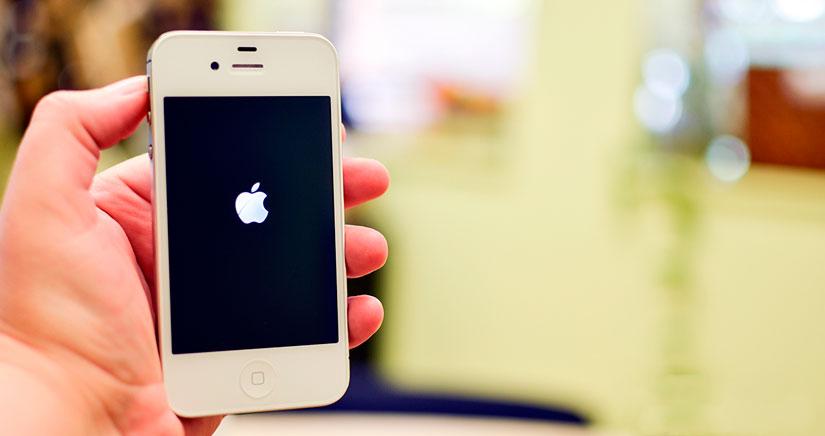 ¿Tu iPhone no enciende? ¿se queda con la pantalla negra? Mira esta solución