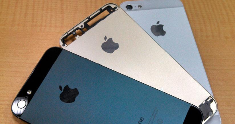 Fotos del supuesto iPhone 5S Dorado junta a sus compañeros Blanco y Negro