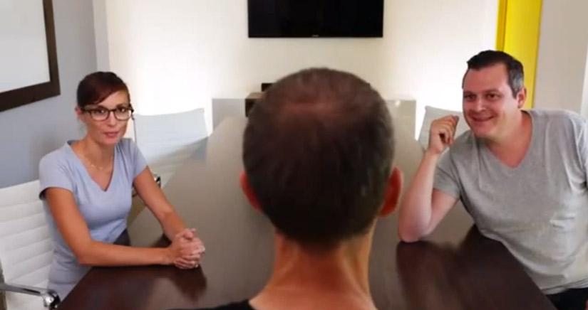 Microsoft cruza la linea del mal gusto con vídeos en los que representa a Steve Jobs