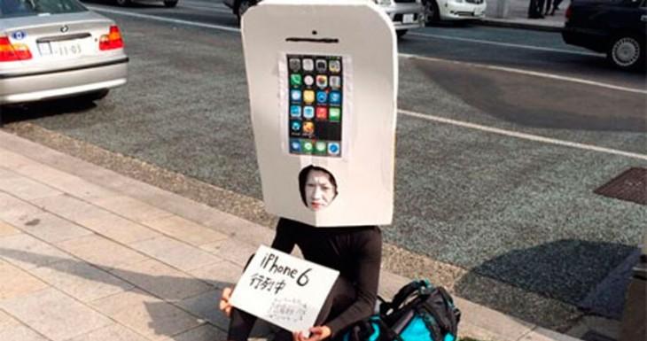 """Un Japonés se pone en """"La cola"""" para comprar el iPhone 6, Con un par…"""