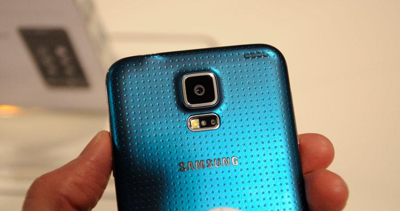 La copia china del Galaxy S5 es idéntica al original y otra vez de Goophone….
