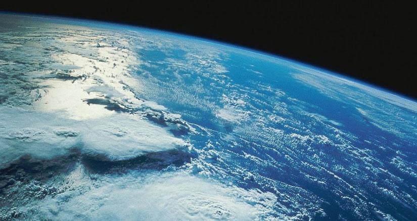 Escuela inglesa lanza un iPhone al espacio con un globo, grabando imágenes espectaculares [Vídeo]