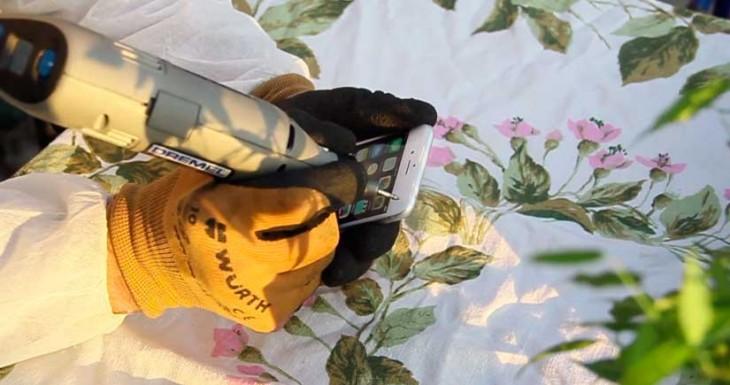 La manera más bestia de arreglar un iPhone 6 Plus si se te dobla…