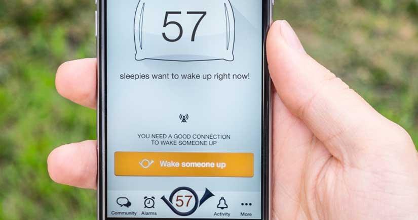 Mira el primer despertador social de iOS, la aplicación que te permite despertar a desconocidos