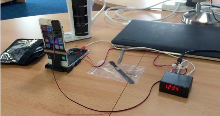 CUIDADO: Esta cajita negra puede descifrar el código de bloqueo de tu iPhone [Vídeo]