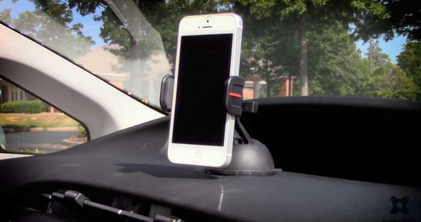 Mira el soporte para coche de iPhone más robusto y fácil de usar