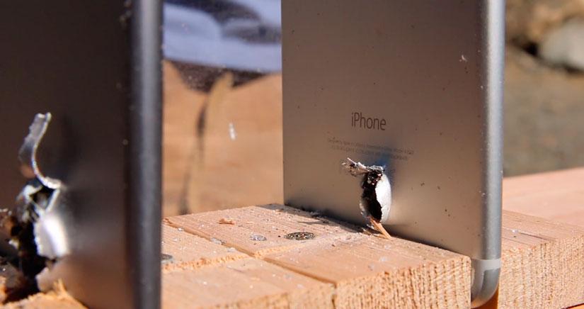 ¿Cuantos iPhone hacen falta para parar una bala de un AK-74?