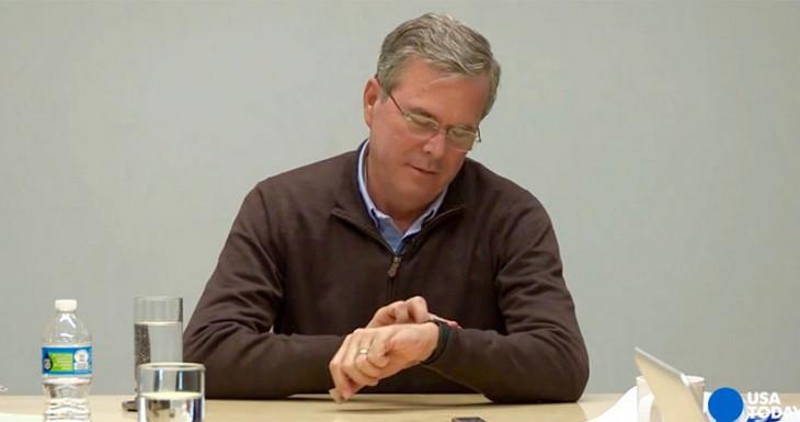 Jeb Bush por fin se entera de que puede responder llamadas con su Apple Watch