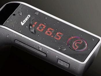 Transmisor FM, cargador y manos libres para iPhone en el coche