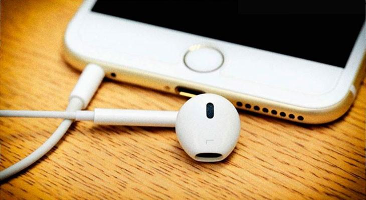 El iPhone 7 podría mantener finalmente la toma de auriculares, y soportar Dual SIM