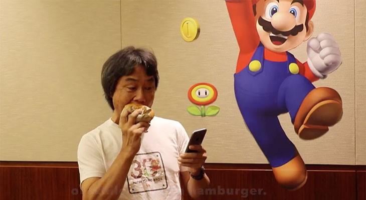 Miyamoto demuestra cómo se juega a Super Mario Run con una sola mano