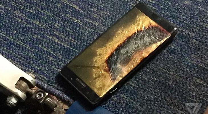 Un Samsung Galaxy Note 7 reemplazado se incendia en un avión, obligando a evacuarlo