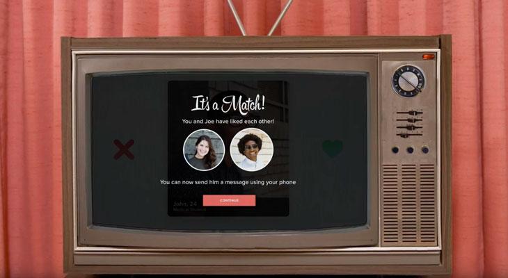 Ya podemos ligar desde nuestro televisor, Tinder llega al Apple TV [Vídeos]
