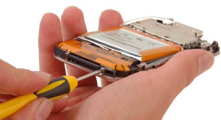 Diez años desmontando el iPhone: iFixit se une a las celebraciones
