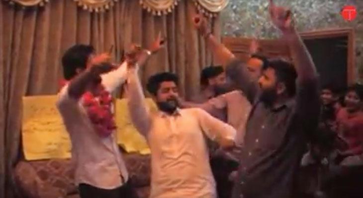 En Pakistán si que saben celebrar la compra de un iPhone [Vídeo]