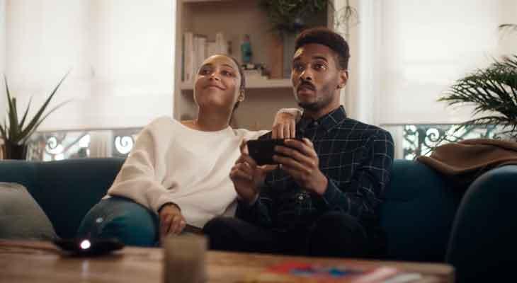 Samsung prueba de su propia medicina con el nuevo anuncio de Motorola