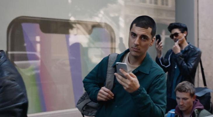 Samsung se burla del iPhone X en su último anuncio