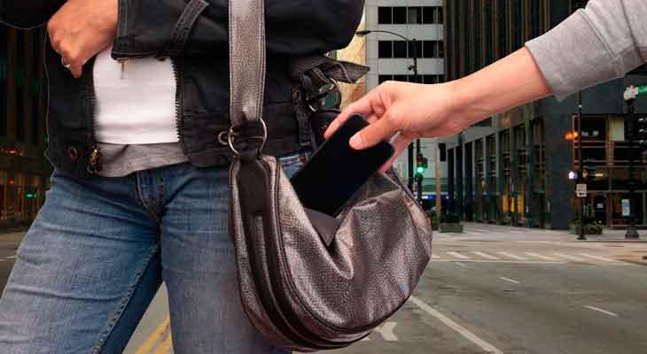Roba un iPhone y después envía un mensaje a su propietaria pidiéndole la contraseña de iCloud