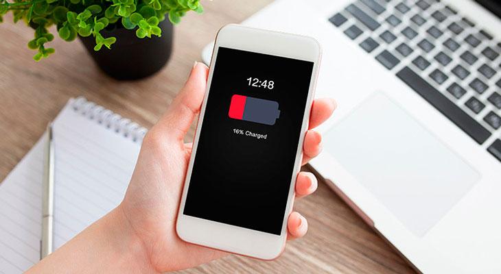 Apple está estudiando ofrecer reembolsos a los clientes que cambiaron la batería de sus iPhones a precio completo