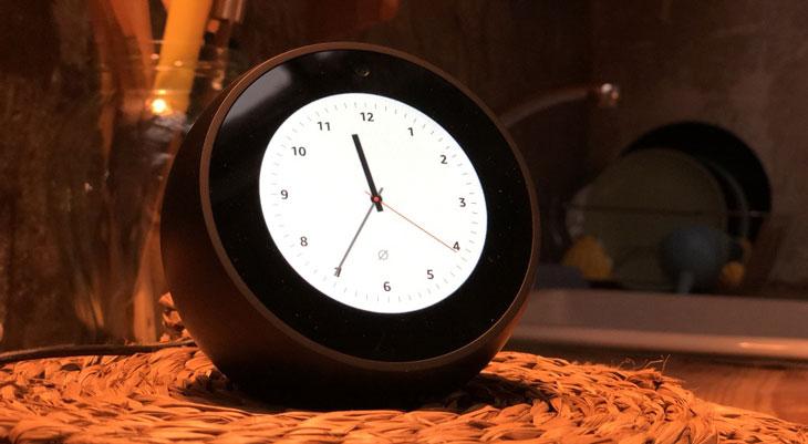Cómo cambiar la esfera del reloj en el Echo Spot