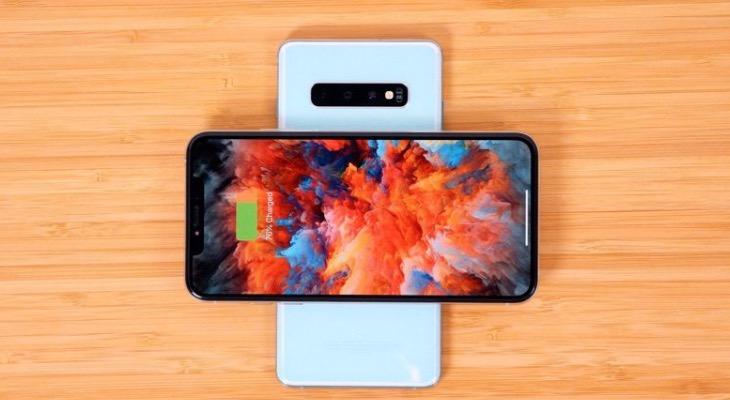 Samsung cargando iPhone