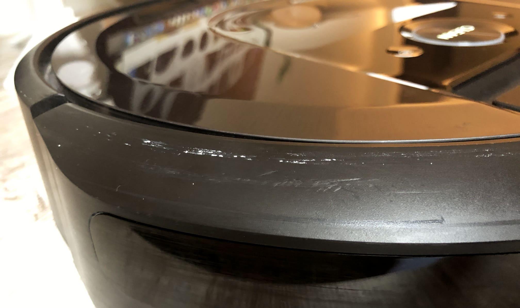 Roomba i7+ arañazos